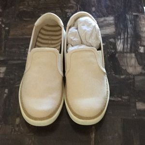 Vionic Cream Loafers
